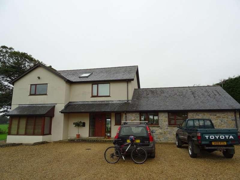 3 Bedrooms Farm House Character Property for sale in Meadow View, Crossways, Llanblethian, Cowbridge, CF71 7LJ