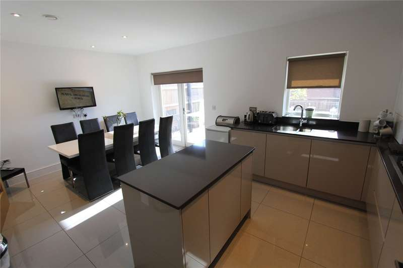 4 Bedrooms House for rent in Adam Close, London, NW7