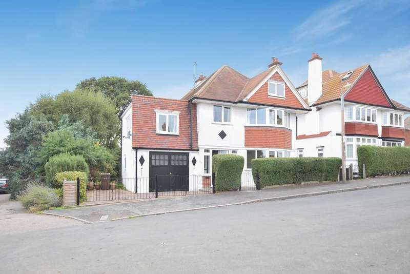 5 Bedrooms Detached House for sale in St.Michaels Road, Dovercourt