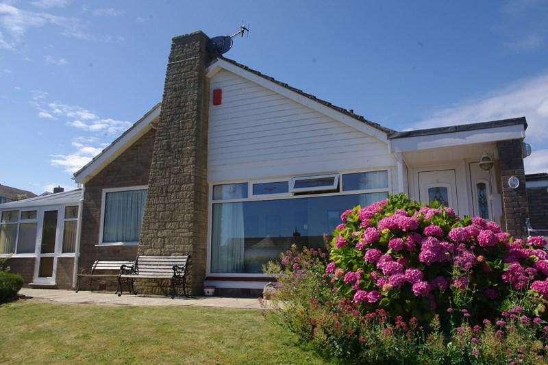 3 Bedrooms Detached Bungalow for sale in West Walk, West Bay, Bridport