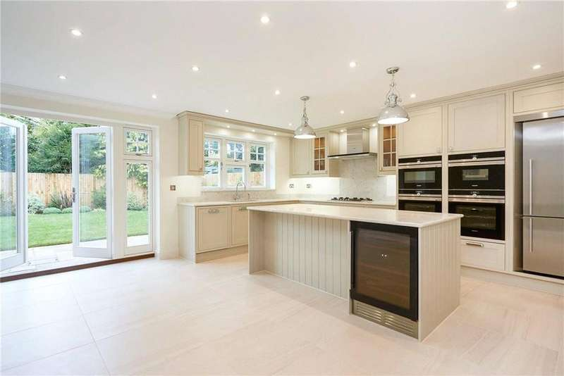5 Bedrooms Detached House for sale in Fernwood Place, Manor Road North, Esher, Surrey, KT10