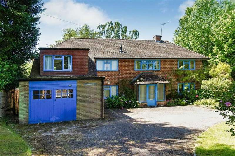 3 Bedrooms Detached House for sale in Hammer Lane, Haslemere, Surrey, GU27