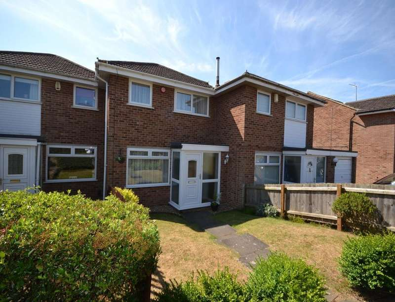 3 Bedrooms Property for rent in Trimley Close, Northampton, NN3