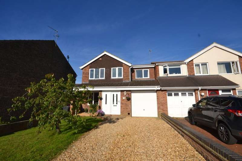 4 Bedrooms Detached House for sale in Johns Road, Bugbrooke, Northampton, NN7