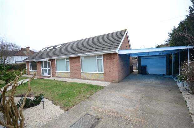 3 Bedrooms Detached Bungalow for sale in Stompits Road, Holyport, Maidenhead