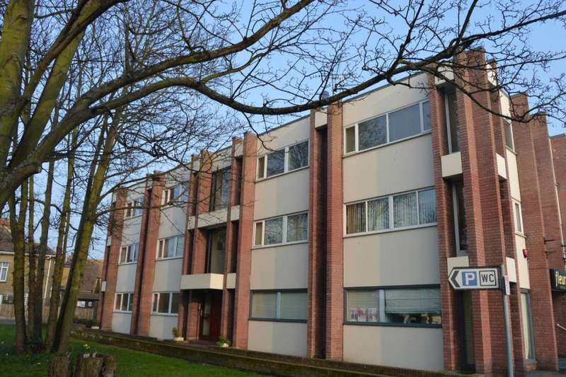 2 Bedrooms Flat for sale in Station Road, Birchington, CT7