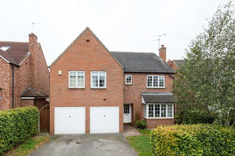 7 Bedrooms Detached House for sale in Woburn Close, Strensall, York, YO32