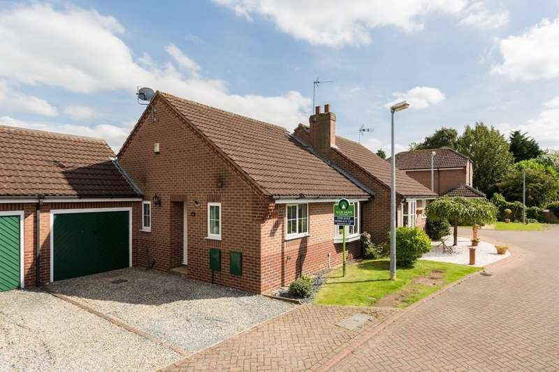 2 Bedrooms Semi Detached Bungalow for sale in Wheelwright Close, Sutton On Derwent, York, YO41