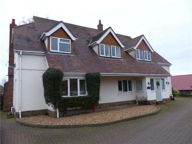 4 Bedrooms Detached House for rent in Hunters Lodge, Wood Farm, Wootton Green