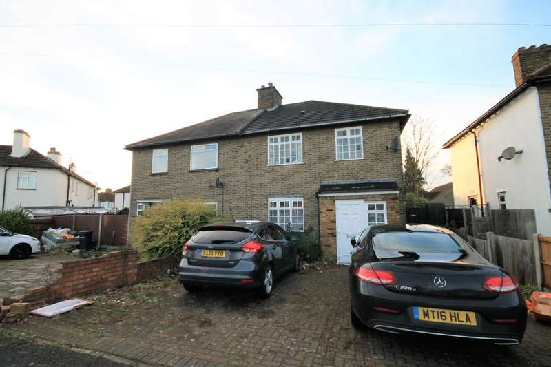 3 Bedrooms Semi Detached House for rent in Jutsums Lane, Romford, RM7