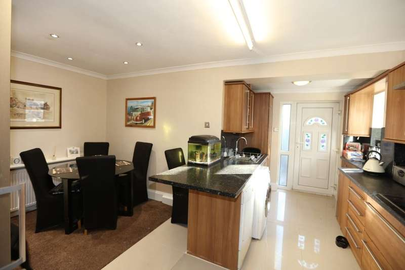 3 Bedrooms Detached Bungalow for sale in Victor Road, South Kirkby, Pontefract, WF9