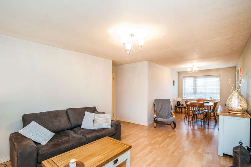 2 Bedrooms Flat for sale in Northend, Hemel Hempstead, HP3