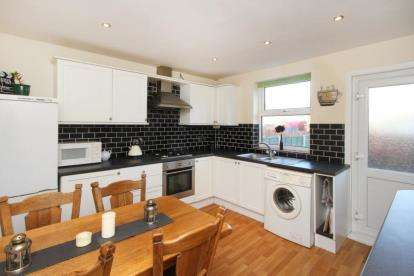 2 Bedrooms Terraced House for sale in Bank Street, Chesterfield, Derbyshire