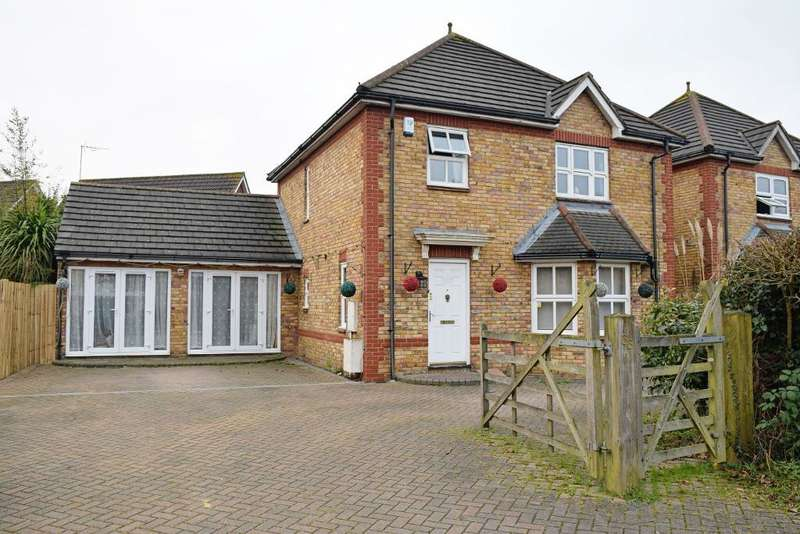 4 Bedrooms Detached House for sale in Old London Road, Harlow, Essex, CM17 9HN