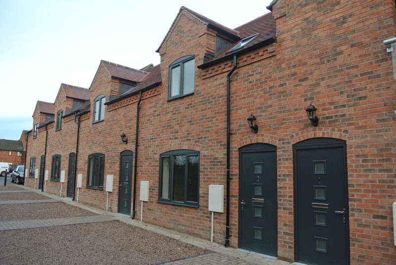 2 Bedrooms Mews House for sale in Braces Row, Merstow Green