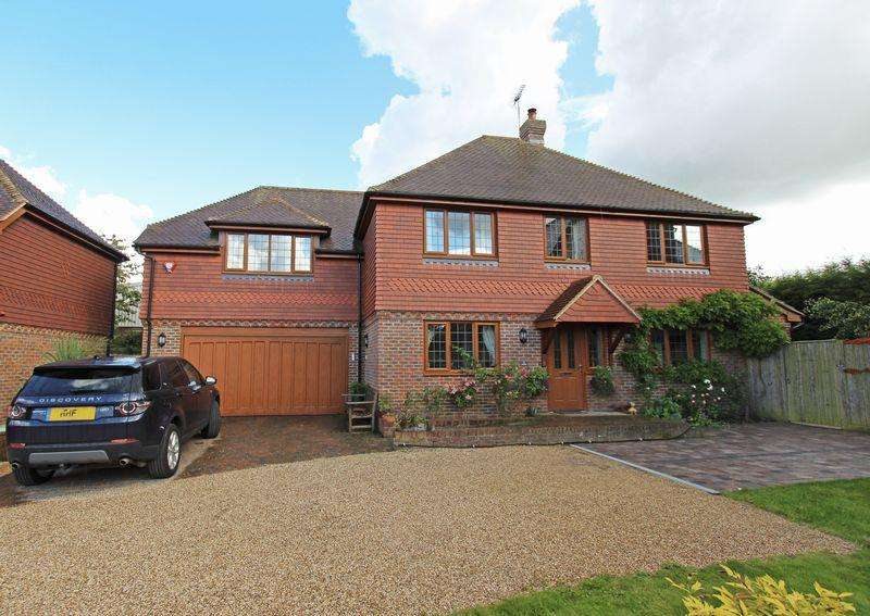 4 Bedrooms Detached House for sale in The Nook, Sayers Common