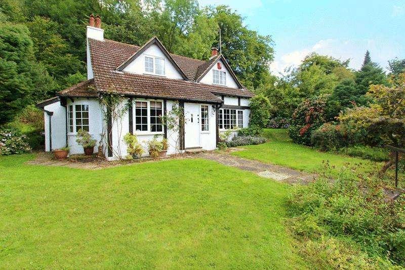 2 Bedrooms Detached House for sale in Weald Way, Caterham