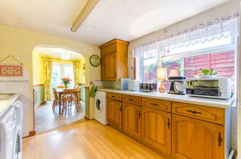 3 Bedrooms House for sale in Fotheringham Road, Enfield Town, EN1