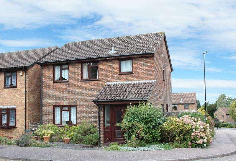 3 Bedrooms Detached House for sale in Tindale Close, Sanderstead, Surrey
