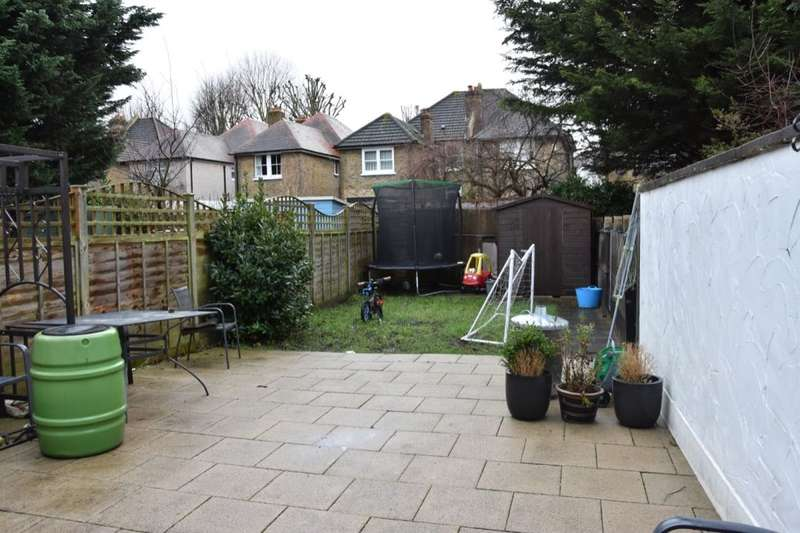 4 Bedrooms Semi Detached House for rent in The Crescent, Sutton, SM1