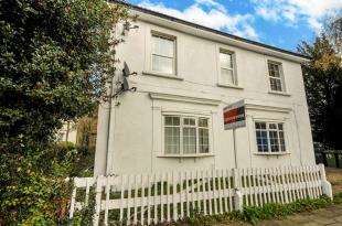 2 Bedrooms Flat for sale in Bromley Common, Bromley, Kent, Uk
