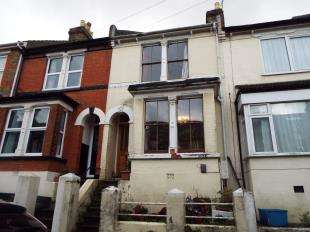 2 Bedrooms Terraced House for sale in Clive Road, Rochester, Kent