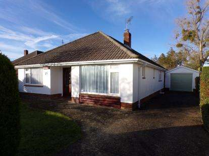 3 Bedrooms Bungalow for sale in Ringwood, Hampshire