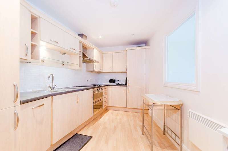 2 Bedrooms Flat for rent in Ickenham Road, Ruislip, HA4