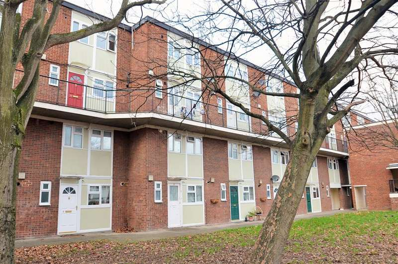 2 Bedrooms Maisonette Flat for sale in Swan Road, Southall, UB1 3JT
