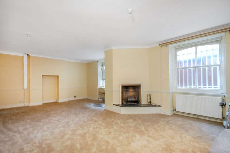 3 Bedrooms Flat for sale in Moscow Road, Queensway, W2