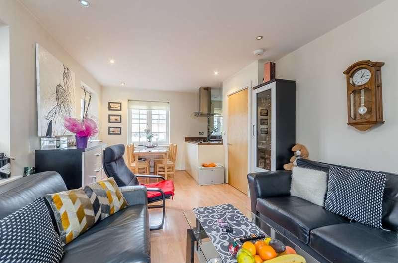 2 Bedrooms Flat for rent in Wandle Road, Morden, SM4