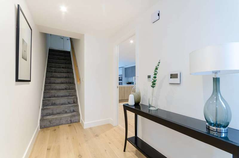 3 Bedrooms House for sale in Starling Mews, Berrylands, KT5