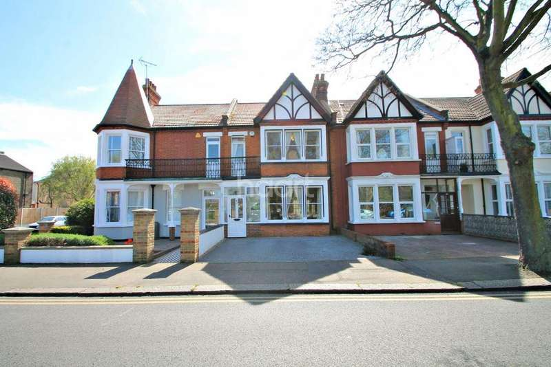 3 Bedrooms Terraced House for sale in Shaftesbury Avenue, Southchurch