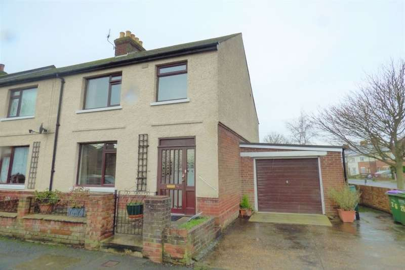 3 Bedrooms Semi Detached House for sale in Gordon Road, Folkestone, CT20