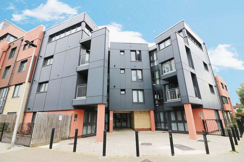 1 Bedroom Flat for sale in Bramley Crescent, Ilford, IG2