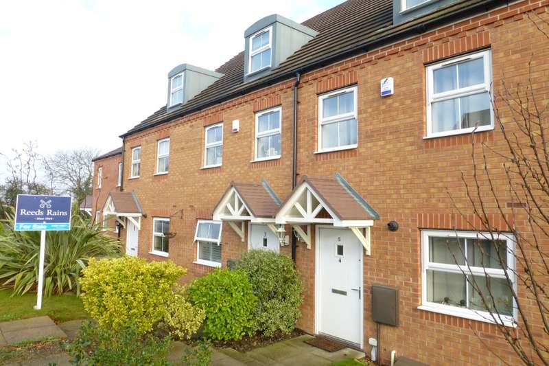 3 Bedrooms Terraced House for sale in Tulip Drive, Evesham, WR11