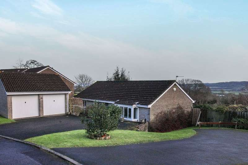 3 Bedrooms Detached Bungalow for rent in The Downs, Portishead, Bristol, BS20