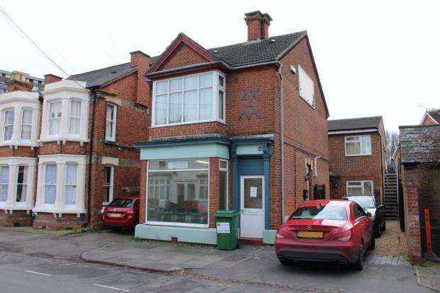 3 Bedrooms Flat for rent in Park Road West, Bedford, MK41