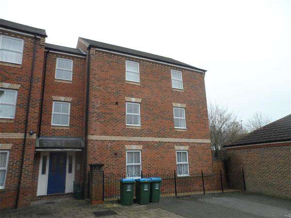 2 Bedrooms Apartment Flat for rent in Queensgate, Fairford Leys, Aylesbury