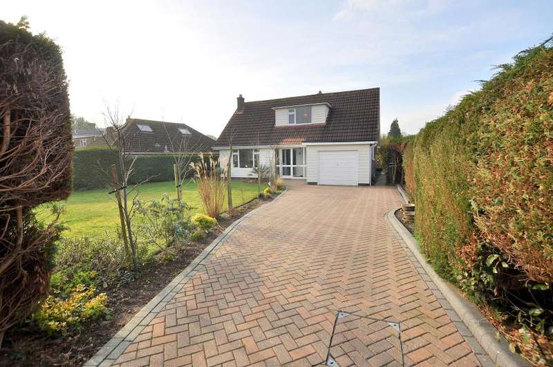 3 Bedrooms Detached Bungalow for sale in Mayfield Close, Ferndown