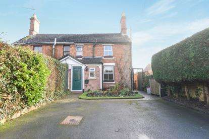2 Bedrooms Semi Detached House for sale in Blacksmiths Lane, Childswickham, Broadway, Worcestershire