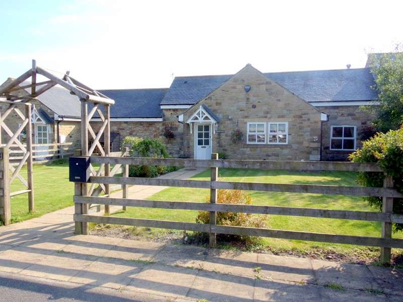 3 Bedrooms Property for sale in North Saltwick Farm, Tranwell Woods, Morpeth, Morpeth, Northumberland, NE61 6BG