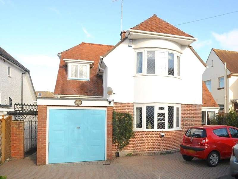 3 Bedrooms Detached House for sale in Lilliput Road, Lilliput, Poole