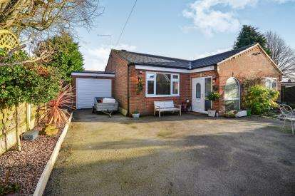 3 Bedrooms Bungalow for sale in Chesterfield Road, Huthwaite, Nottinghamshire, Notts