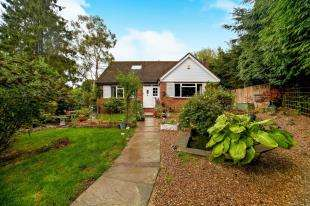 4 Bedrooms Bungalow for sale in Old Lodge Lane, Purley, Surrey