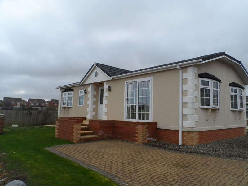 2 Bedrooms Bungalow for sale in Easington Road, Hartlepool, Durham, TS24 9SJ