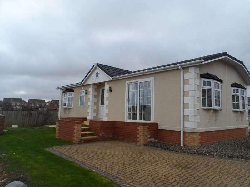 2 Bedrooms Bungalow for sale in Easington Road, Hartlepool, Durham, TS24 9SJ
