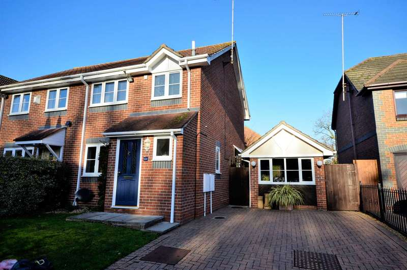 3 Bedrooms Semi Detached House for rent in Goldcrest Drive, Billericay