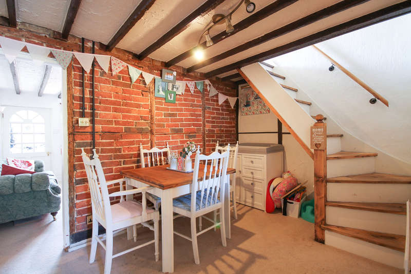 2 Bedrooms Terraced House for sale in Maypole Road, Ashurst Wood