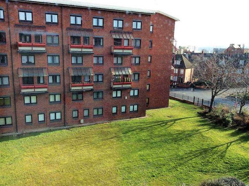 3 Bedrooms Apartment Flat for rent in Barrack Road, Newcastle upon Tyne, Tyne and Wear, NE4 6BJ